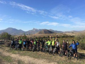 группа велосипедистов в Крыму