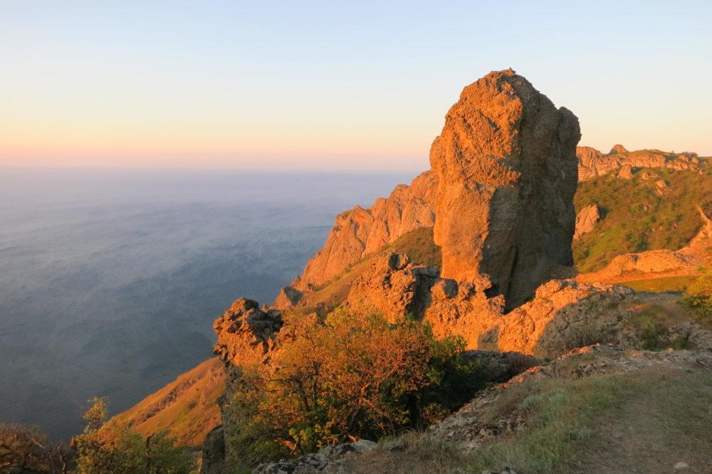 красный рассвет в Крыму - только для отдыха в Коктебеле без посредников