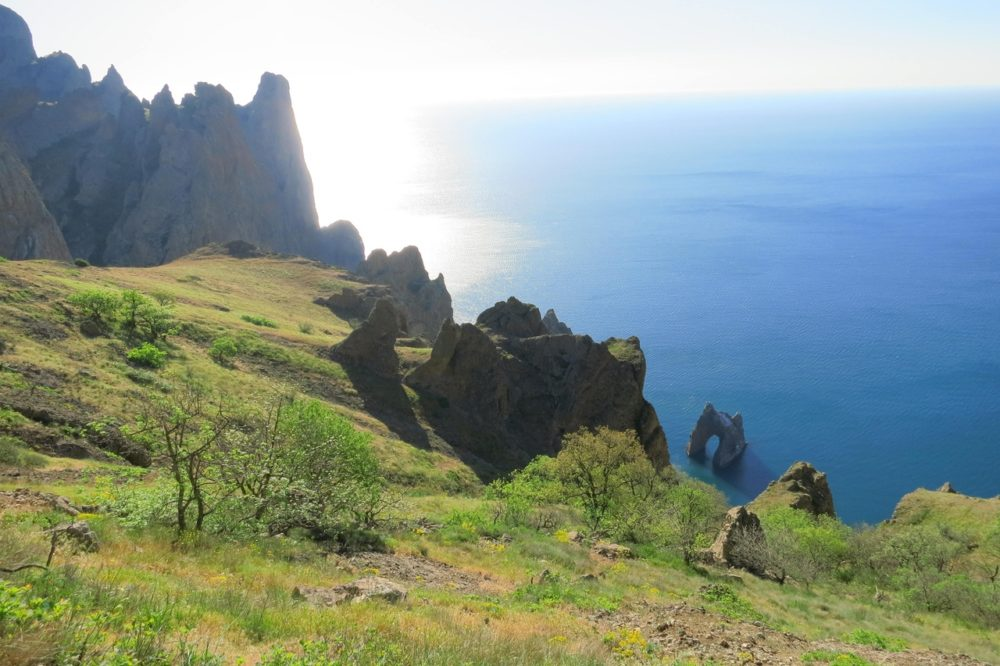 """красивый вид в Крыму, который можно увидеть, посетив отель """"Вилла блюз"""""""