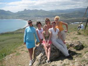 девушки после йоги в Крыму